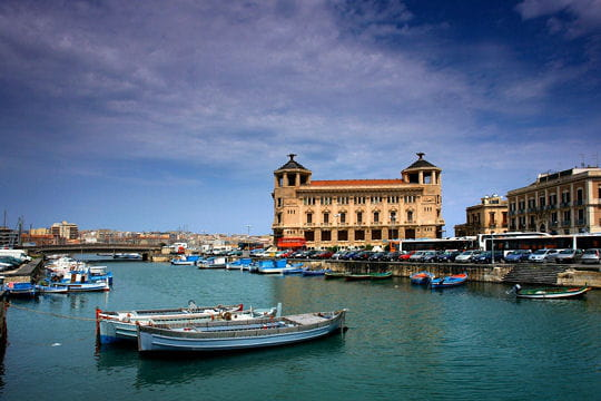 la plus belle des villes grecques de sicile les plus beaux sites d 39 italie linternaute. Black Bedroom Furniture Sets. Home Design Ideas