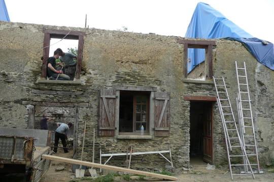 Une r novation en famille la r novation d 39 une grange vieille de 300 ans - Destruction mur porteur ...
