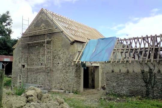 r fection de la toiture la r novation d 39 une grange vieille de 300 ans linternaute. Black Bedroom Furniture Sets. Home Design Ideas