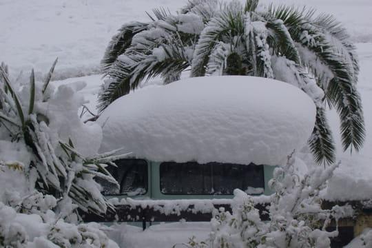 Dr le de voiture vos photos de la france sous la neige - Image voiture drole ...