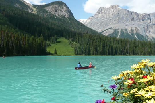 en avant pour un petit voyage(fatigue oblige) Lac-emerald-569416