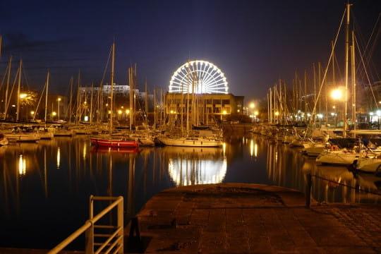 Dans le port de plaisance de lorient for Lorient piscine