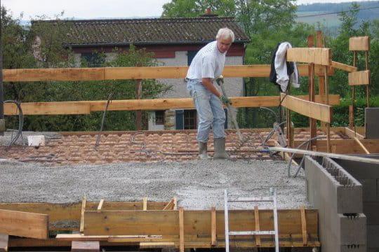 Pierre coule une dalle de b ton la maison bioclimatique d 39 edith et pier - Refaire une dalle beton ...