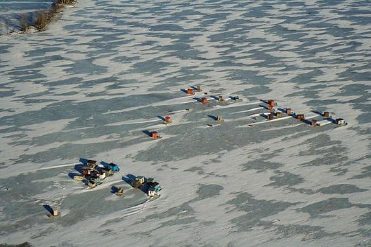 cabane à pêche sur glace