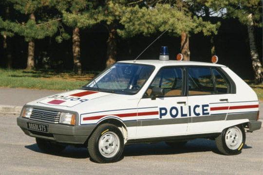la police fran aise roulait en citroen visa les voitures de police dans le monde l. Black Bedroom Furniture Sets. Home Design Ideas