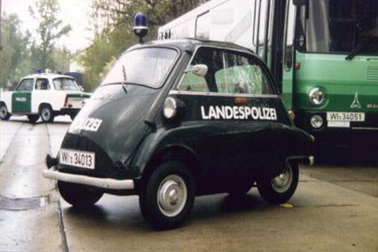 une voiture de police liliputienne les voitures de police dans le monde l 39 internaute automobile. Black Bedroom Furniture Sets. Home Design Ideas