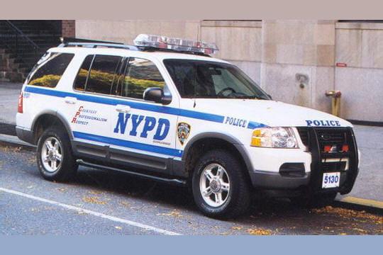 un gros 4x4 pour la police de new york. Black Bedroom Furniture Sets. Home Design Ideas