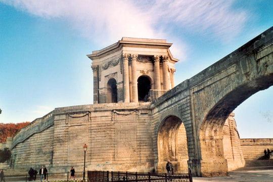 Aqueduc des arceaux montpellier 50 monuments - Piscine montpellier pitot ...
