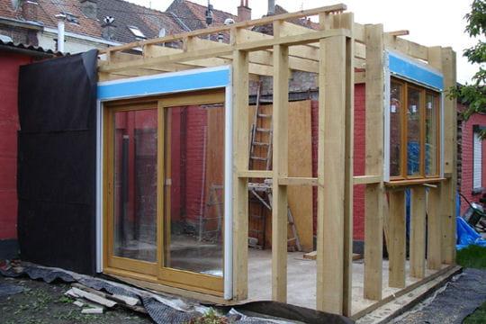 le choix de l 39 ossature en bois une petite maison devenue habitation design linternaute. Black Bedroom Furniture Sets. Home Design Ideas