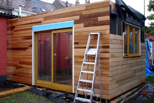 parement ext rieur en c dre rouge une petite maison devenue habitation design linternaute. Black Bedroom Furniture Sets. Home Design Ideas