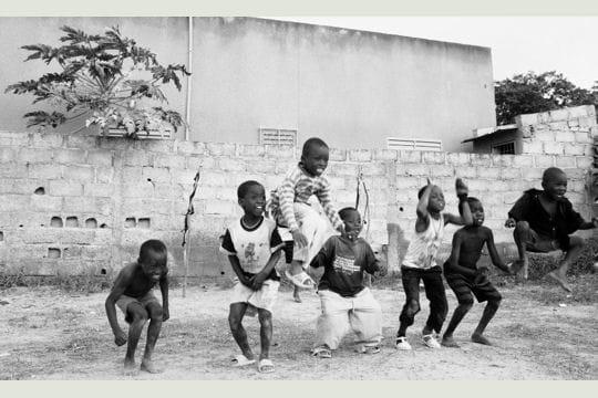 Картинки дети играют с мячом