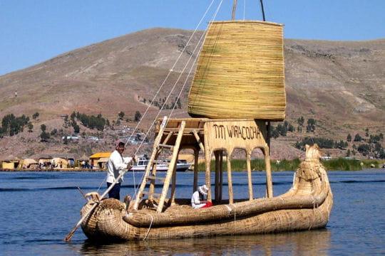 bateau uros tour du monde des bateaux traditionnels linternaute. Black Bedroom Furniture Sets. Home Design Ideas