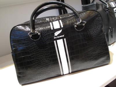 un sac de sport upper class ces accessoires qui vont. Black Bedroom Furniture Sets. Home Design Ideas