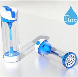 cette bouteille permet de stériliser n'importe quelle eau douce grâce aux uv.