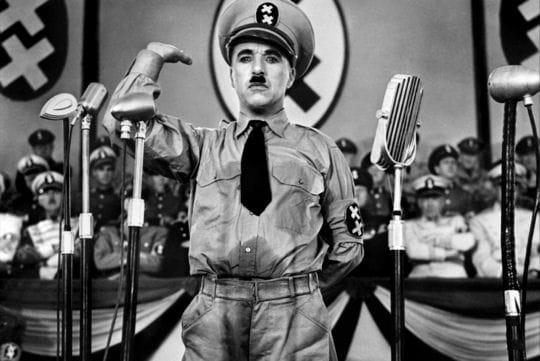 http://www.linternaute.com/cinema/star-cinema/ces-acteurs-et-actrices-qui-ont-pris-un-risque-dans-un-film/image/charlie-chaplin-le-dictateur-670968.jpg