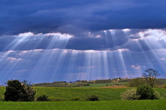 Le ciel y rencontre la terre
