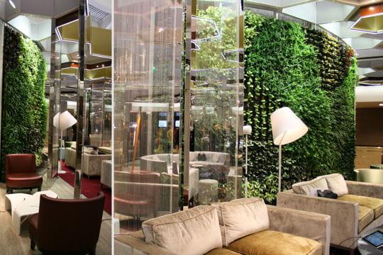le mur v g tal du concept store de bnp paribas concept store bnp paribas l 39 agence bancaire du. Black Bedroom Furniture Sets. Home Design Ideas