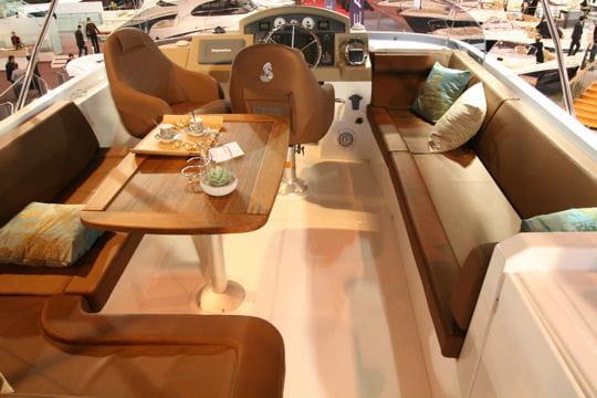 Le swift trawler plus spacieux et lumineux les nouveaut s 2010 du salon nautique de paris - Nouveautes salon nautique ...