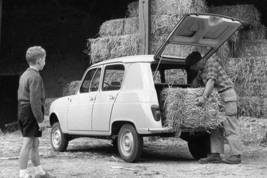 une voiture bon march la renault 4 une saga longue de plus de 50 ans linternaute. Black Bedroom Furniture Sets. Home Design Ideas