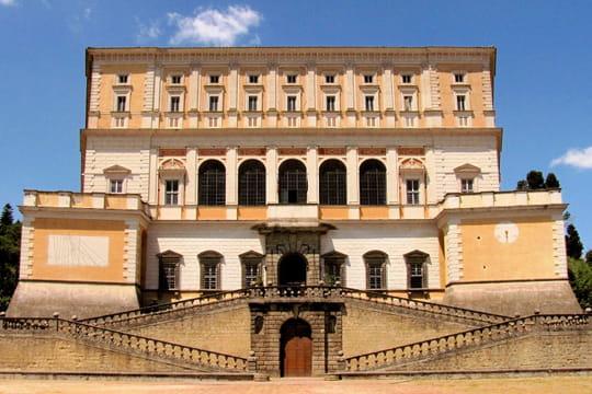 le palais farn se rome les plus beaux palais du monde linternaute. Black Bedroom Furniture Sets. Home Design Ideas