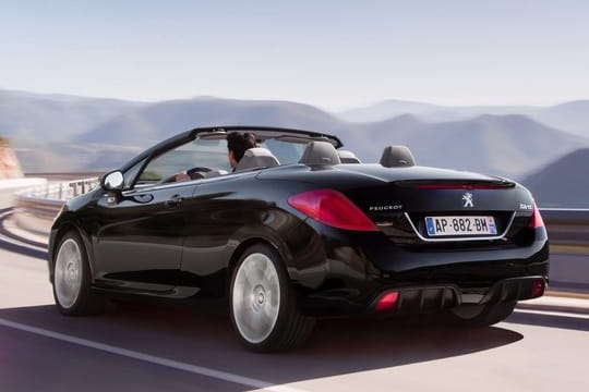 Nouvelle Peugeot 308 : la lionne reprend du poil de la bête Peugeot-308-silhouette-786518