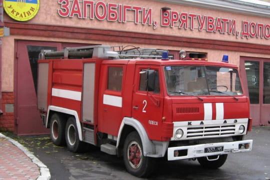 kamaz voitures de pompiers en route pour un tour du monde linternaute. Black Bedroom Furniture Sets. Home Design Ideas