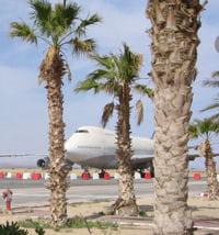 le plus grand aéroport du monde est le king fahd international airport.