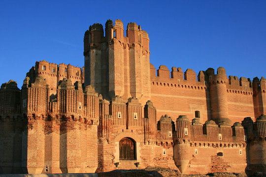 832843-l-imposant-chateau-mudejar-de-coca.jpg