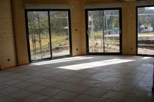 un chauffage solaire construction d 39 une maison en bois dans l 39 ain linternaute. Black Bedroom Furniture Sets. Home Design Ideas