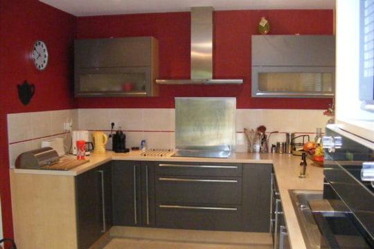 Une grande cuisine ouverte construction d 39 une maison en for Grande cuisine ouverte
