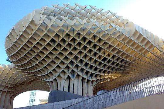 Structure de bois complexe metropol parasol une for Structure de bois