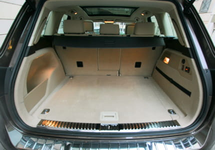 volume du coffre am lior essai volkswagen touareg v6 3 0 l tfsi hybrid tiptronic carat. Black Bedroom Furniture Sets. Home Design Ideas