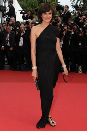 http://www.linternaute.com/cinema/evenement/les-plus-belles-robes-du-festival-de-cannes-2011/image/ines-de-lafressange-cinema-evenements-882633.jpg