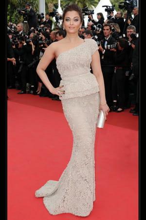 http://www.linternaute.com/cinema/evenement/les-plus-belles-robes-du-festival-de-cannes-2011/image/aishwarya_rai-cinema-evenements-882675.jpg