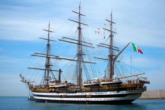 صفقة السفينة الشراعية  di Amerigo Vespucci للبحرية الجزائرية - صفحة 3 L-amerigo-vespucci-883974