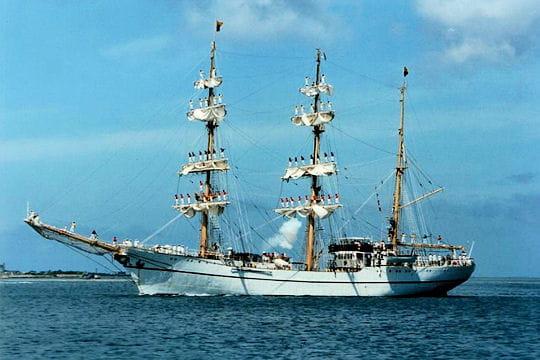 صفقة السفينة الشراعية  di Amerigo Vespucci للبحرية الجزائرية - صفحة 3 Guayas-884166