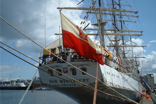صفقة السفينة الشراعية  di Amerigo Vespucci للبحرية الجزائرية - صفحة 3 Dar-mlodziezy-884171