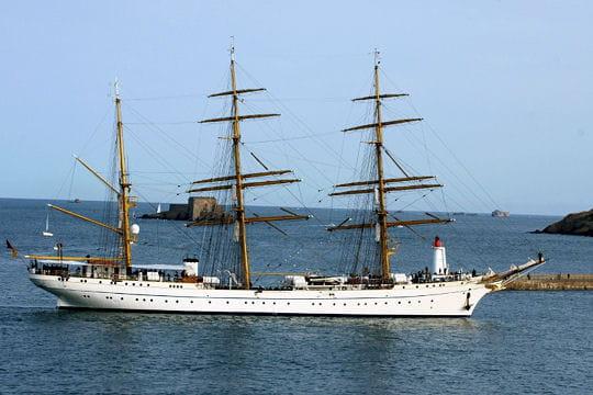 صفقة السفينة الشراعية  di Amerigo Vespucci للبحرية الجزائرية - صفحة 3 Gorch-fock-ii-884501