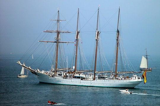 صفقة السفينة الشراعية  di Amerigo Vespucci للبحرية الجزائرية - صفحة 3 Juan-sebastian-elcano-884687