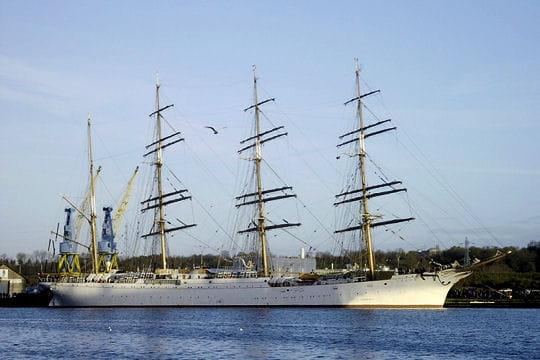 صفقة السفينة الشراعية  di Amerigo Vespucci للبحرية الجزائرية - صفحة 3 Sedov-884851