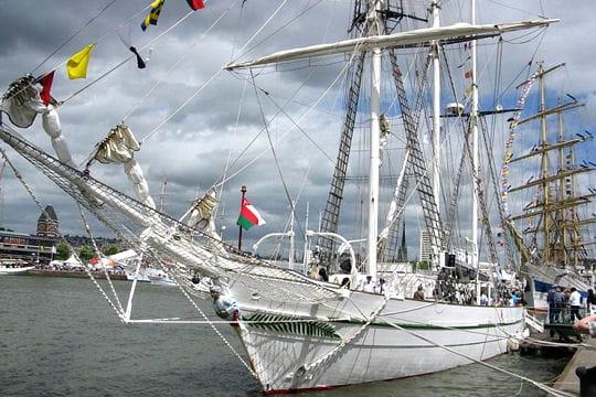 صفقة السفينة الشراعية  di Amerigo Vespucci للبحرية الجزائرية - صفحة 3 Shabab-oman-884887