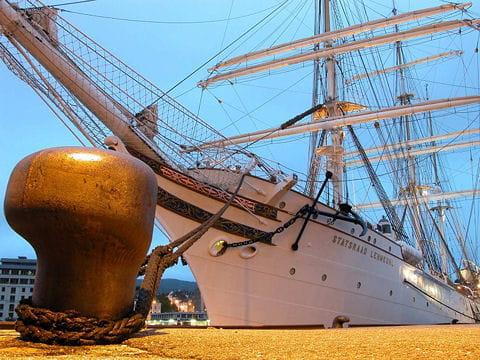 صفقة السفينة الشراعية  di Amerigo Vespucci للبحرية الجزائرية - صفحة 3 Statsraad-lehmkuhl-884903