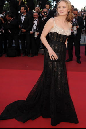 http://www.linternaute.com/cinema/evenement/les-plus-belles-robes-du-festival-de-cannes-2011/image/sara_forestier-cinema-evenements-890275.jpg
