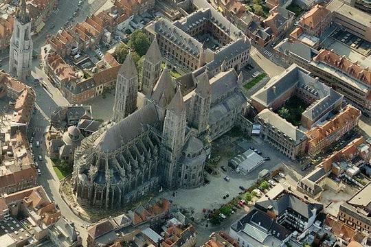 100 km des 5 clochers ; Tournai (B): 30-31 août 2013 Cathedrale-notre-dame-tournai-891939