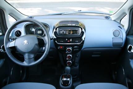Essai Peugeot iOn : la voiture électrique au quotidien Interieur-plus-deceptifs-895415