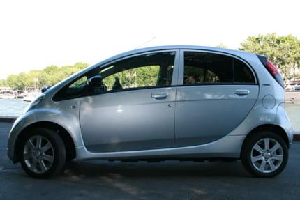 Essai Peugeot iOn : la voiture électrique au quotidien Jeu-ressemblances-la-peugeot-ion-ressemble-fois-plus-a-une-autre-voiture-cette-fois-895464