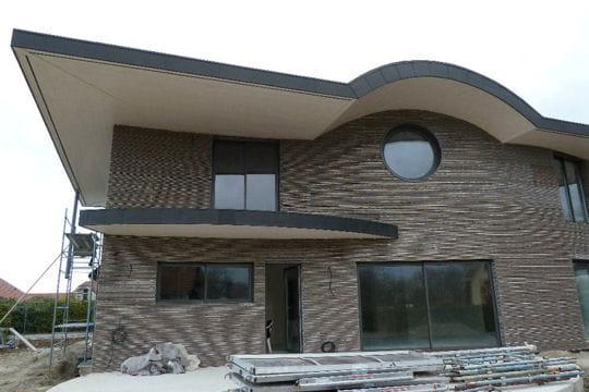 La maison avant la finition de la fa ade la villa de for Facade exterieur villa